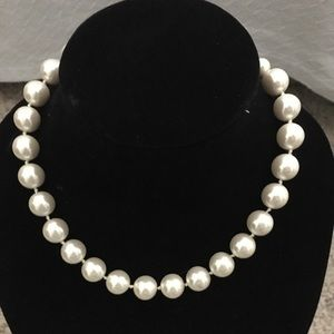 H&M Large Pearl Choker Necklace